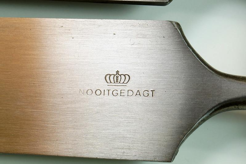 RD29652 4 Vintage Nooitgedagt Crown Swedish Steel Chisels DSC04537