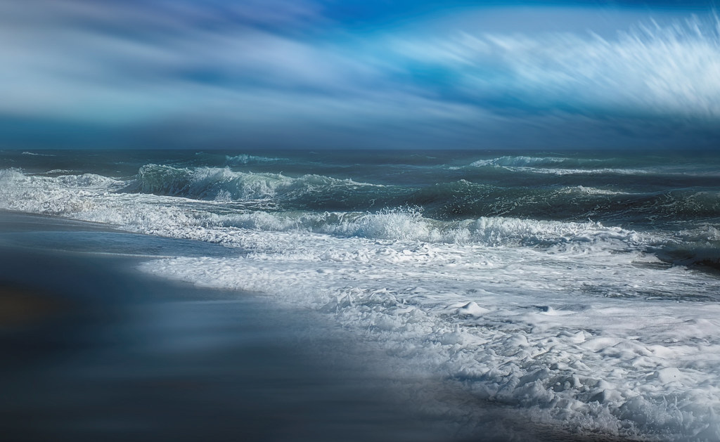 Cielo y mar, blanco y azul. Sky  and sea, white and blue.