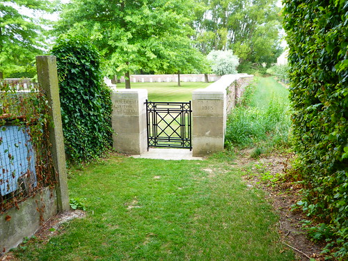 YPRES SALIENT - Tuileries British Cemetery 28 July 2017