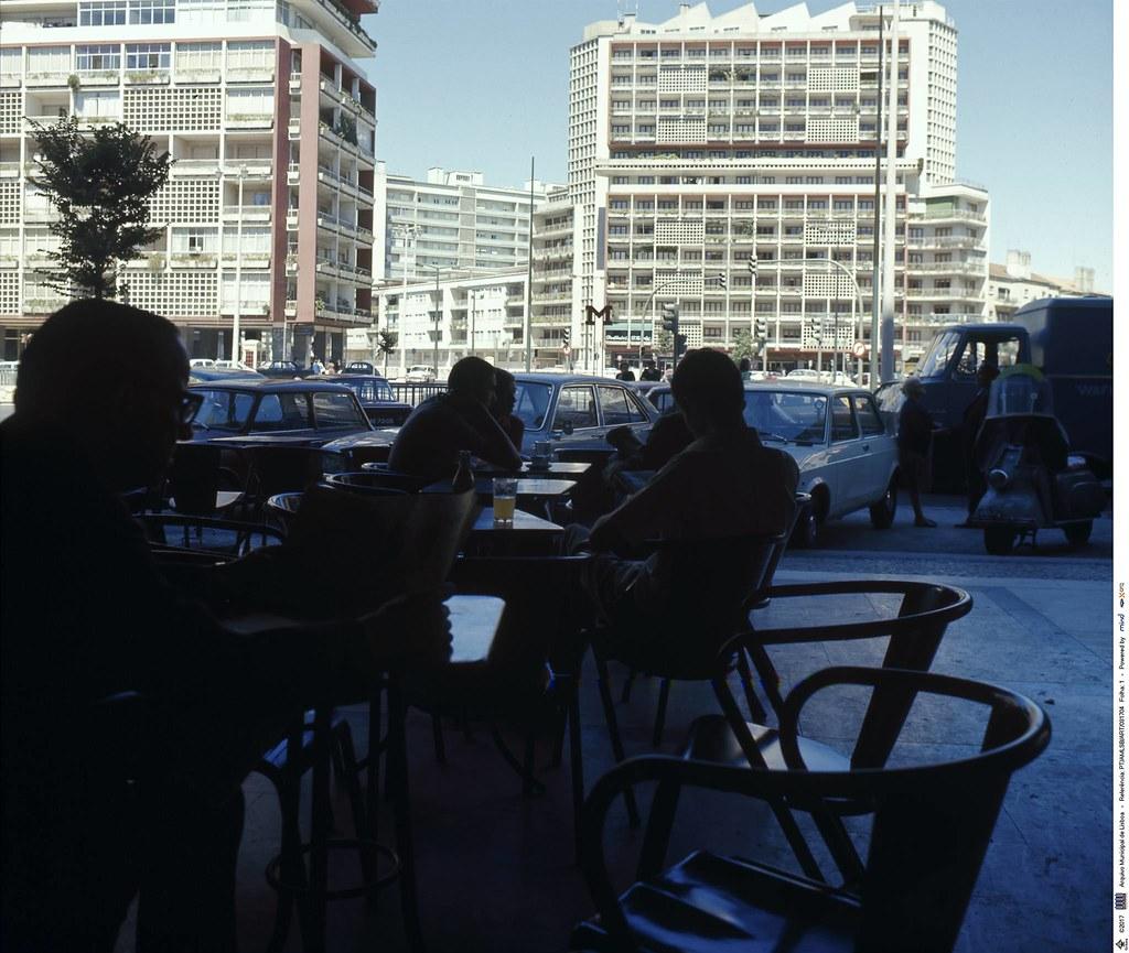 Avenida de Roma, Lisboa, c. 1970. Fototipia animada dum original de Artur Pastor, in archivo photographico da C.M.L.