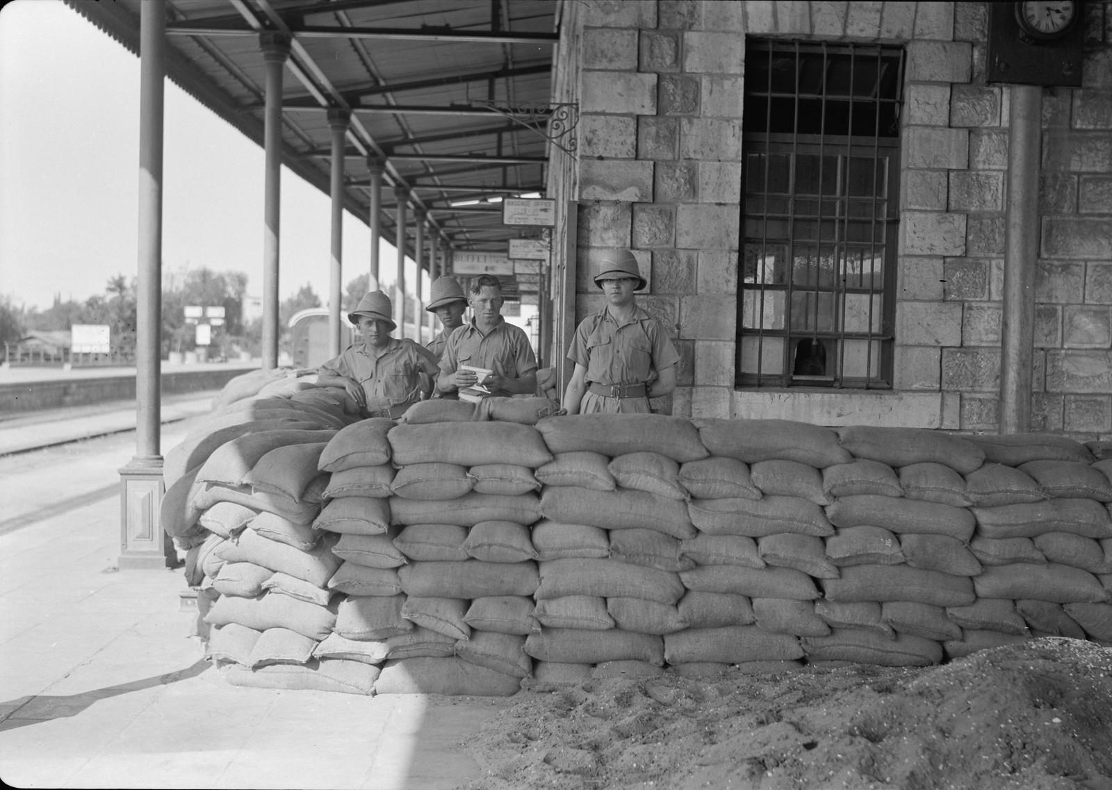 07. Военная баррикада на станции Лод