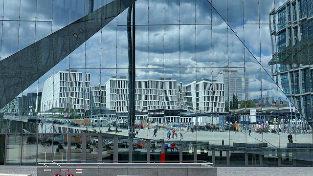 20200514 Berlin Mitte 'The Cube' Fenster Spiegelung (34)