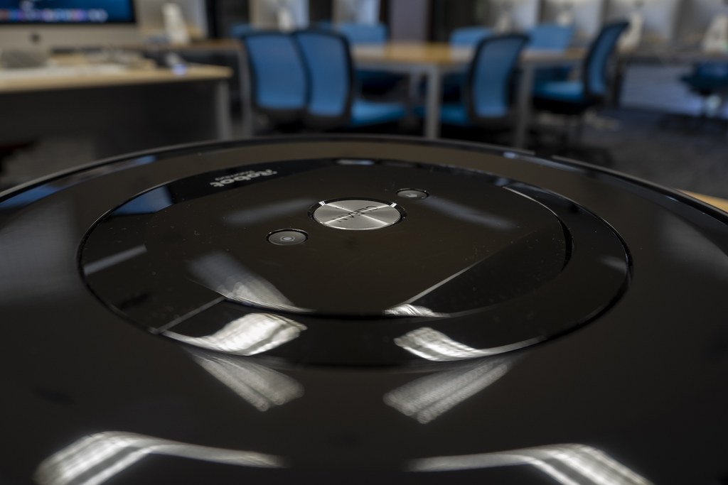 iRobot_Roomba_e5_02