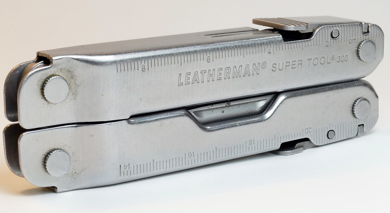 RD28122 Vintage Leatherman Super Tool 300 Multi Tool Pocket Knife 19 TOOLS DSC04568