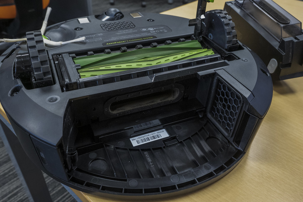 iRobot_Roomba_e5_17