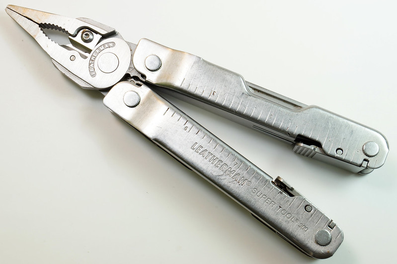 RD28122 Vintage Leatherman Super Tool 300 Multi Tool Pocket Knife 19 TOOLS DSC04556