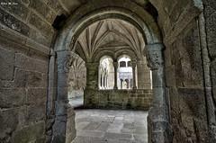 Accediendo al claustro de los Obispos