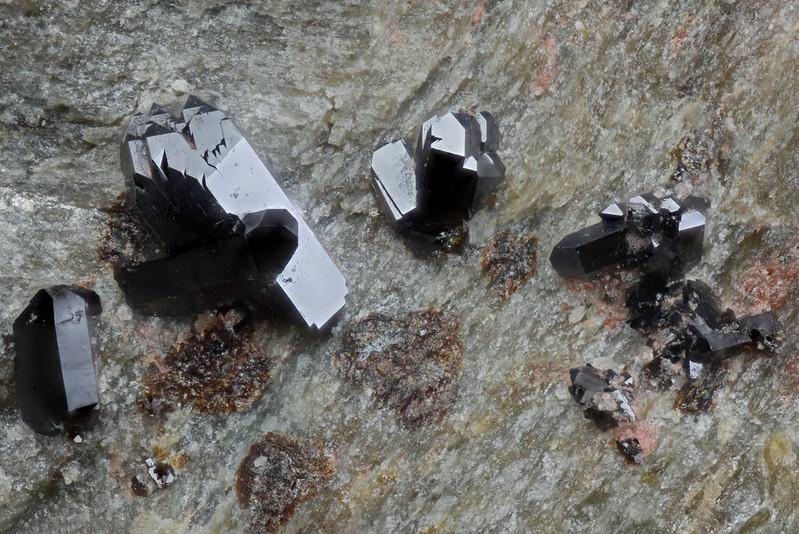 メラノテック石 / Melanotekite