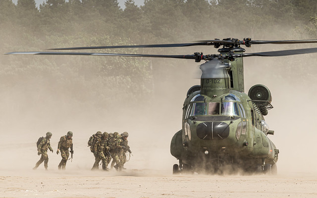 Soldiers boarding a RNLAF CH-47 at the low flying area Oirschotse Heide