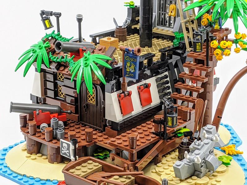 21322: Pirates of Barracuda Bay