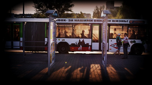 прибытие автобуса ранним утром