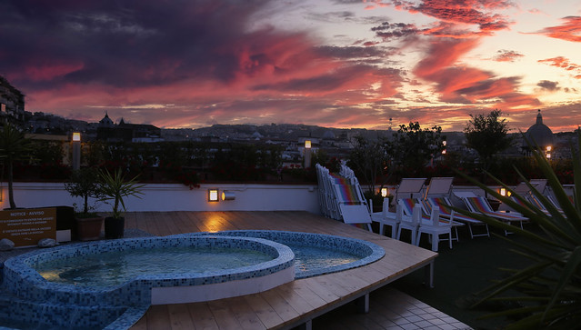 It's time to enter our Jacuzzi and enjoy the twilight over Napoli
