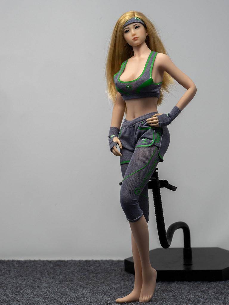 Phicen Female Posing Guide 49905018388_02a6999b67_b