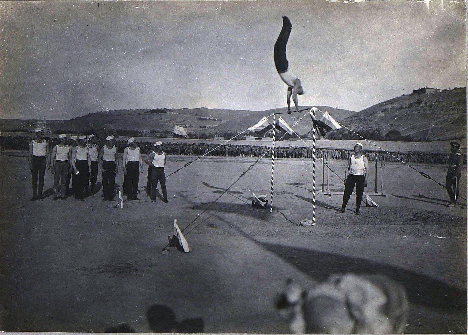 86. Акробатические упражнения