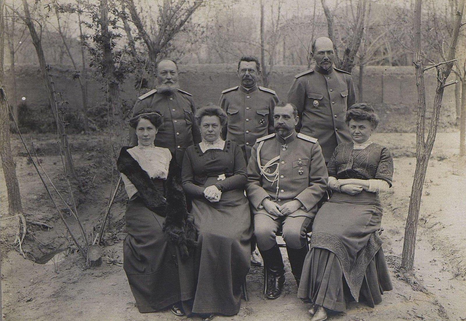61. Группа офицеров