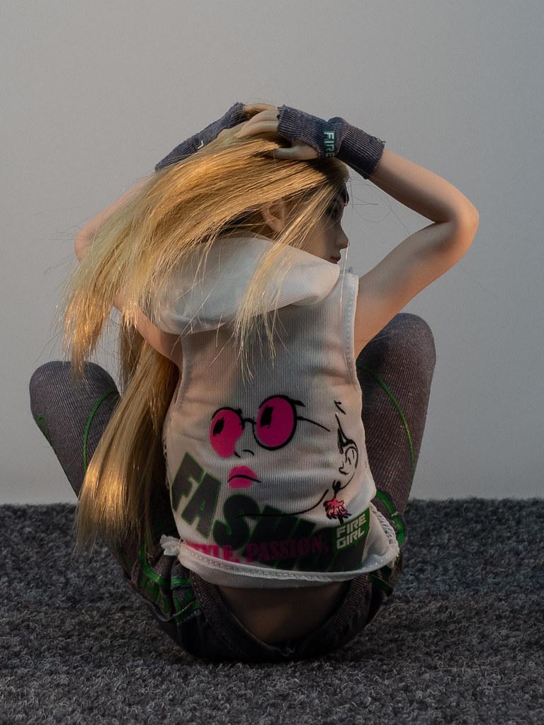 Phicen Female Posing Guide 49905836552_929579c42d_b