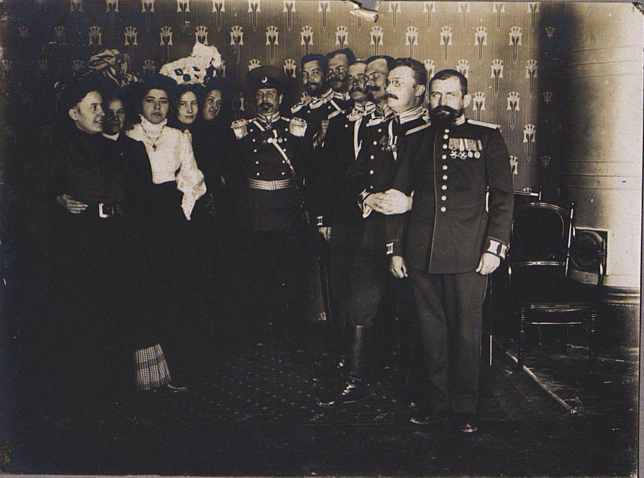 62. Группа офицеров с женами