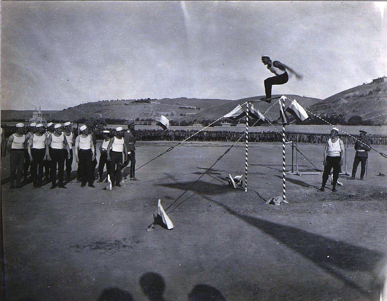 87. Акробатические упражнения
