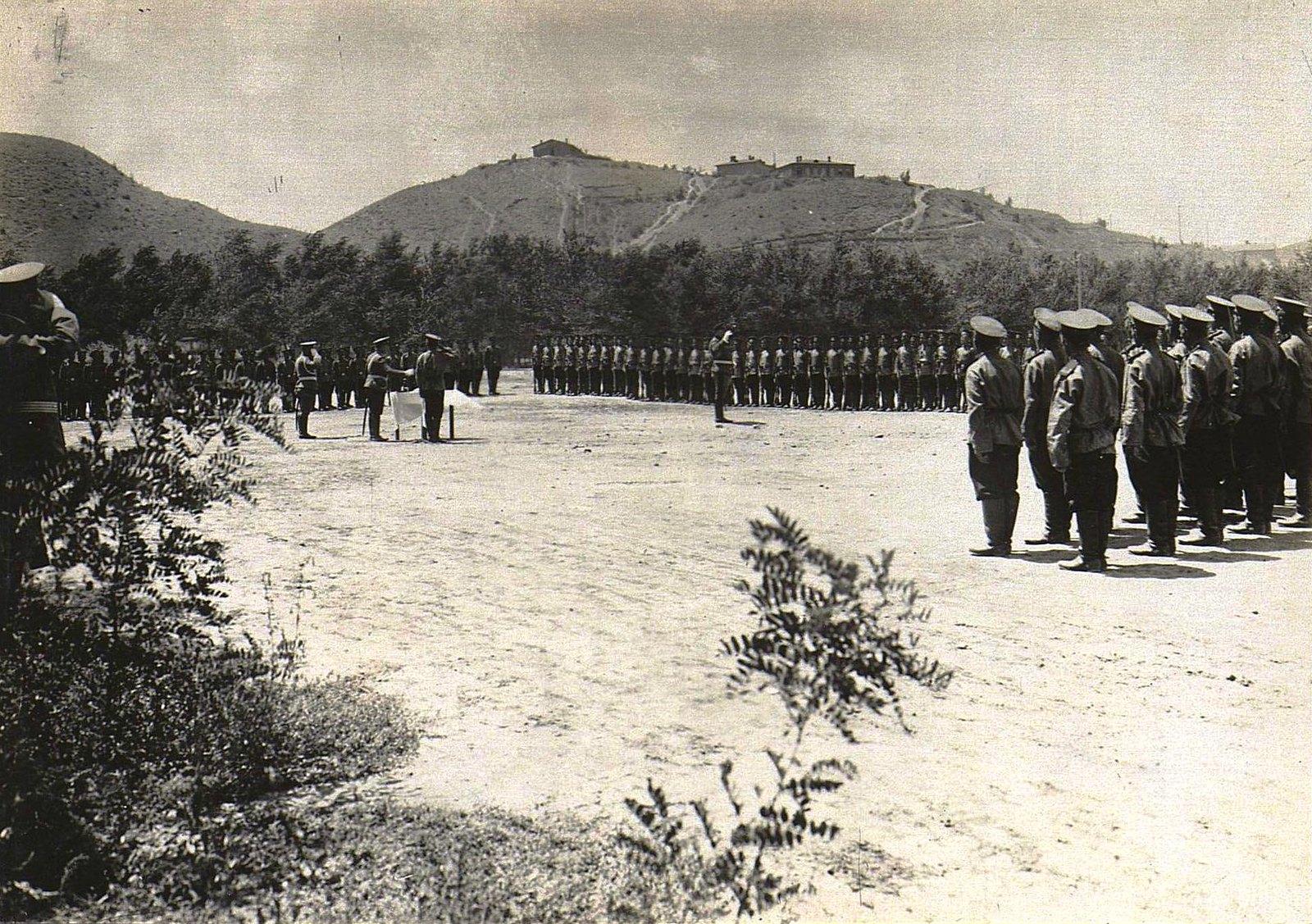 78. Военный смотр на плацу