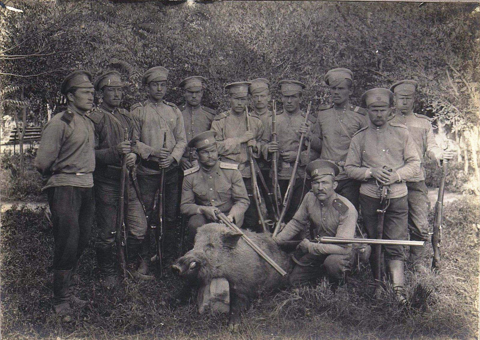 77. Военные на охоте