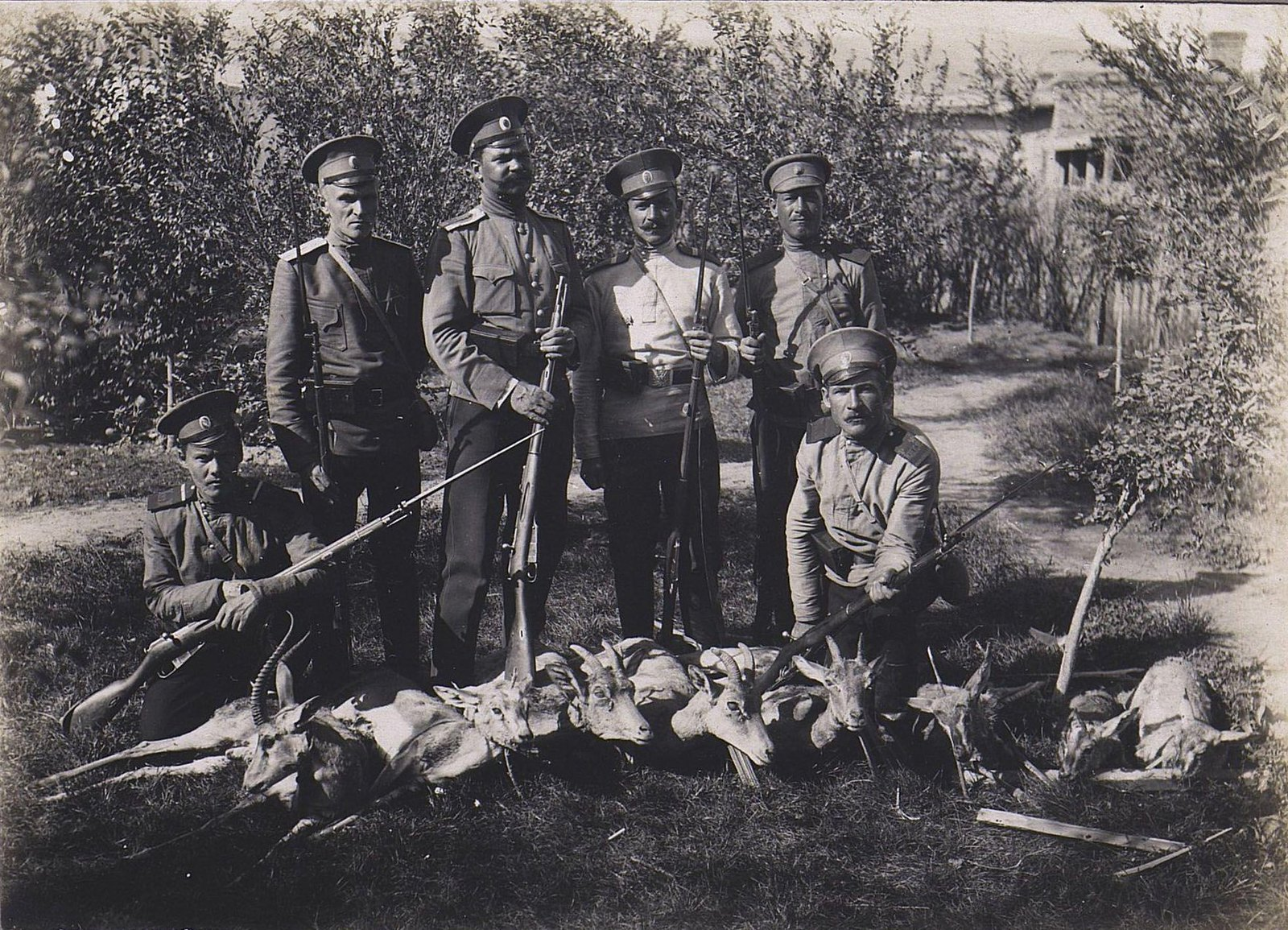 76. Военные на охоте
