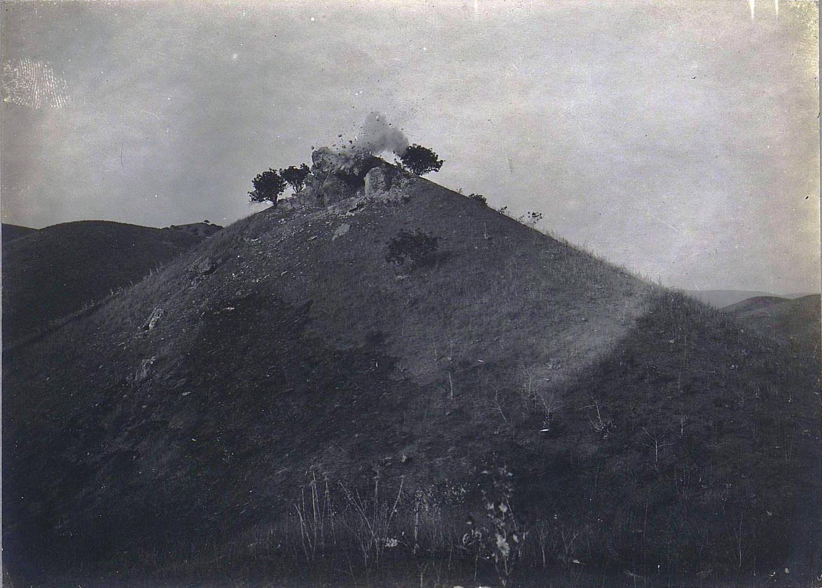 75. Взрыв вершины холма