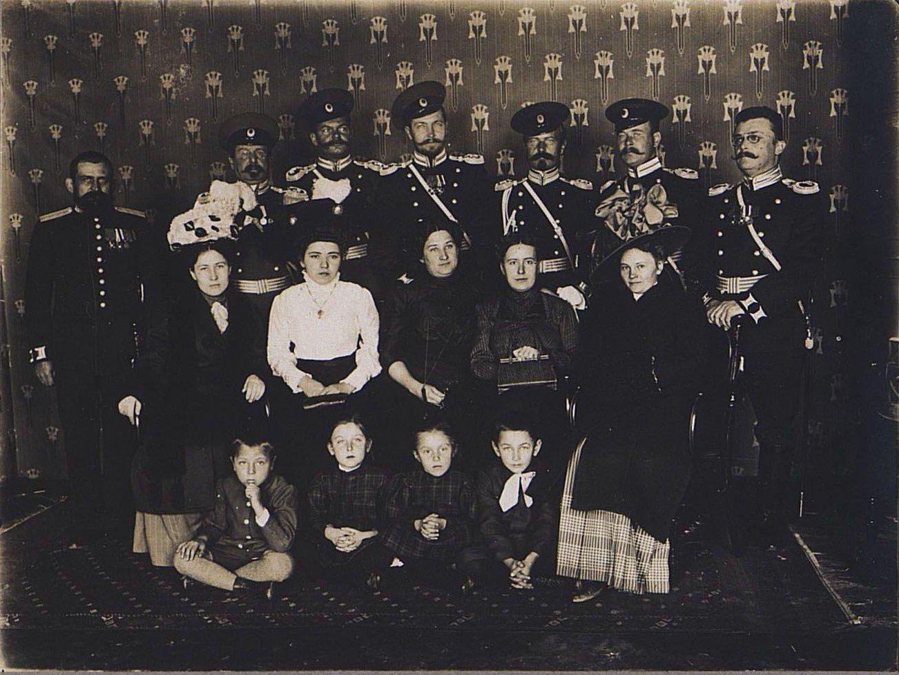 63. Группа офицеров с женами и детьми