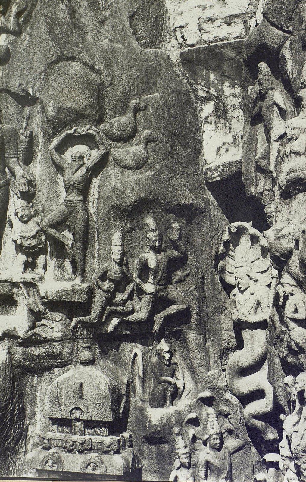 Мамаллапур (рельефы «Арджуна в подвижничестве» и «Летящие птицы и гандхарва с апсарой»)