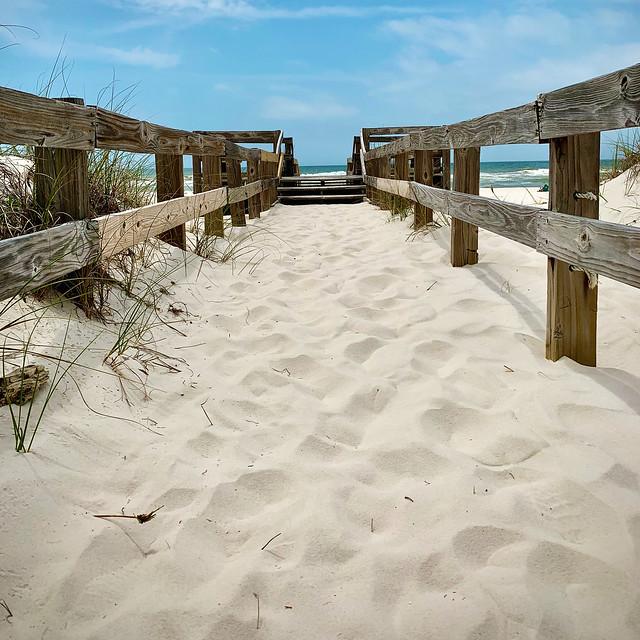Johnsons Beach 2020, sandy boardwalk over the dunes