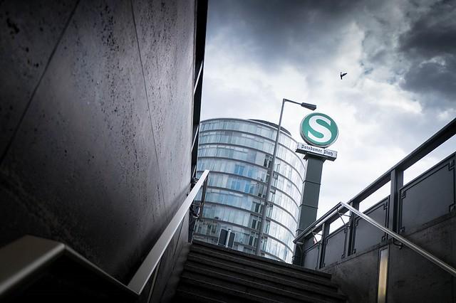 Berlin: S-Bahnhof Berlin-Potsdamer Platz / Potsdamer Platz / Stresemannstraße