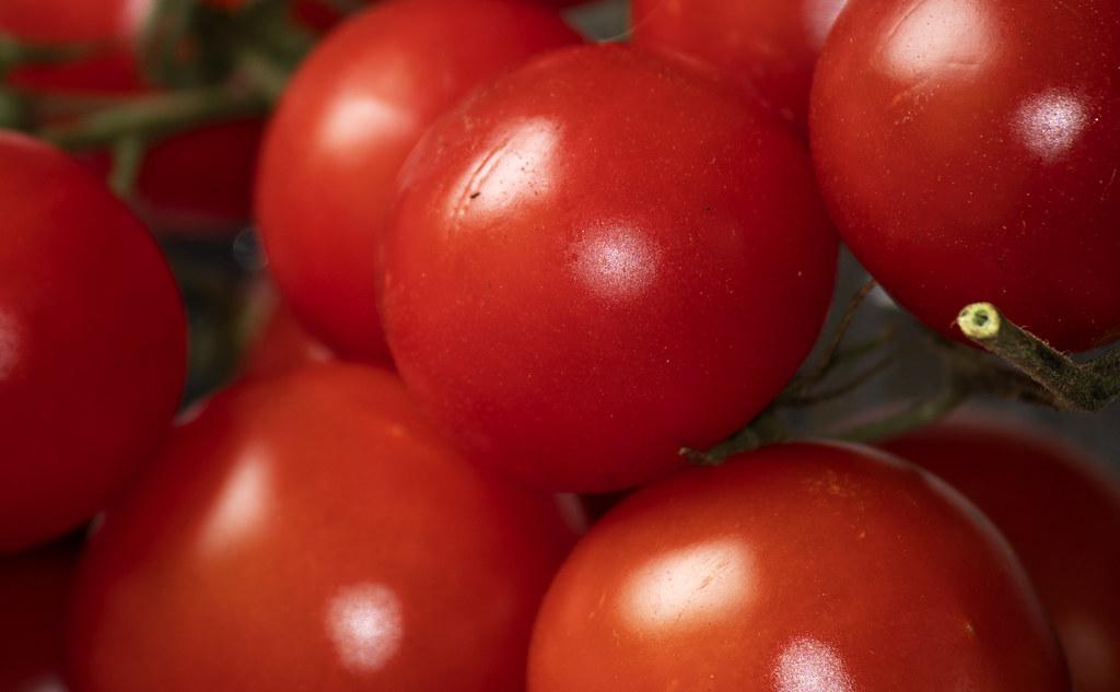 Color: Tomato Red