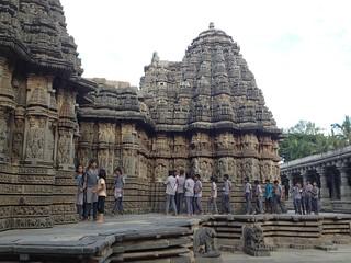 Somnathpur con scolari