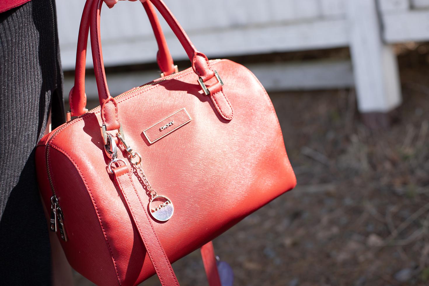 Punainen DKNY laukku
