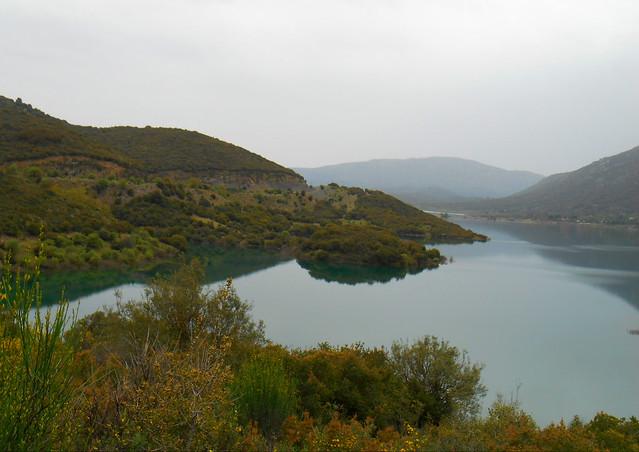 Μουντός περίπατος στη λίμνη / A gloomy day by the lake