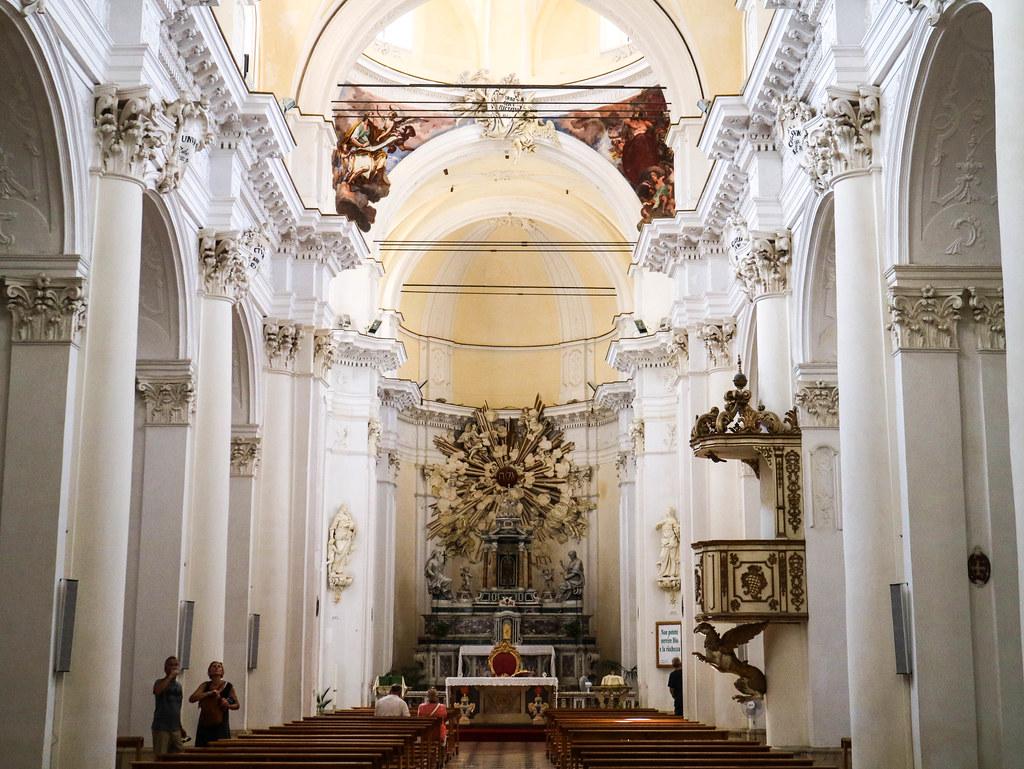 Interior de la iglesia San Carlo al Corso en Noto Sicilia
