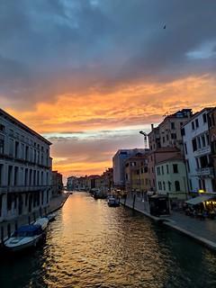 Come si fa a non fotografarla ... #venezia #tramontovenezia #ilovevenezia #tramonto