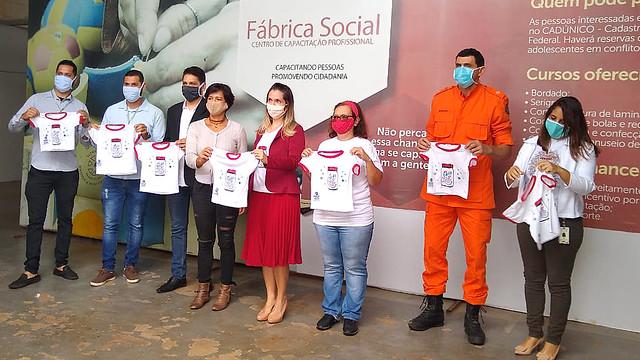 Fábrica Social entrega mil camisetas