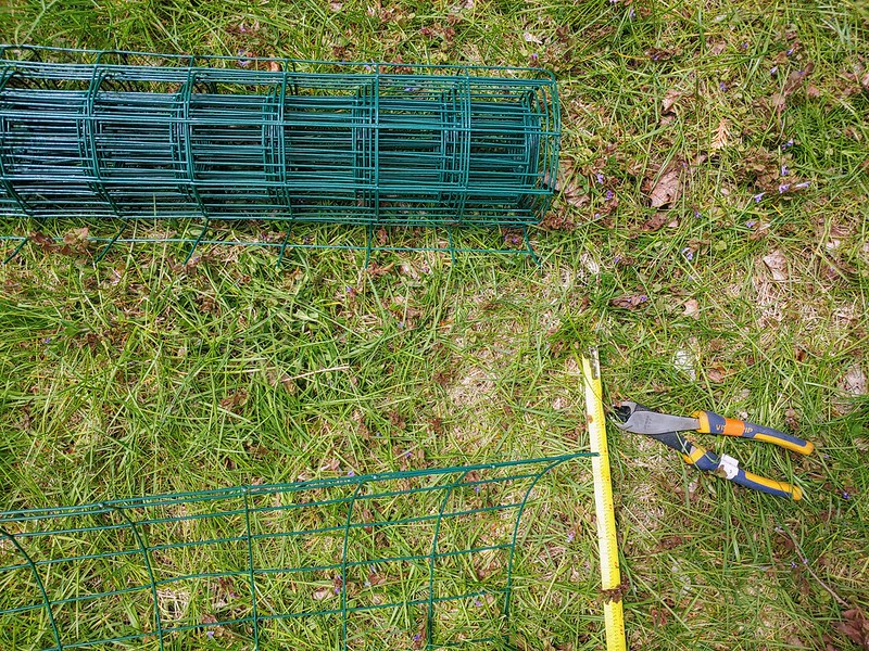 Cutting PVC-coated fencing into 6' sections