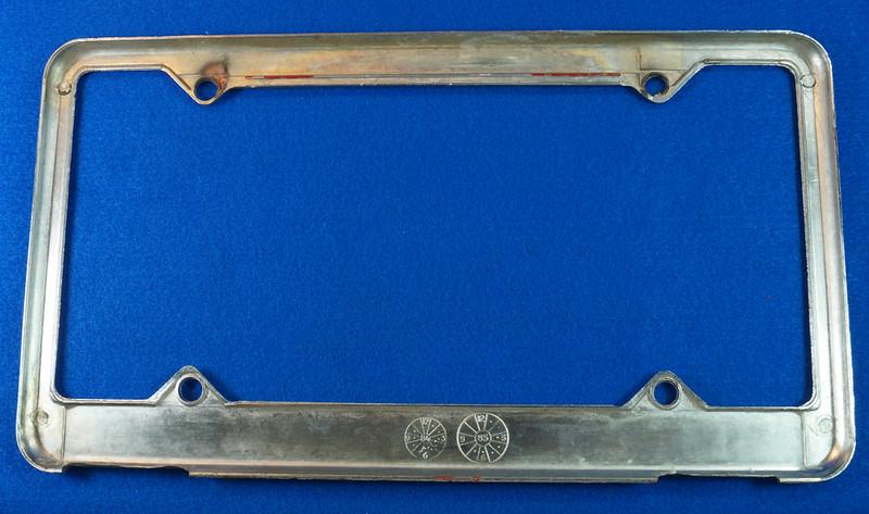 RD29938 Oldsmobile Club of America Vintage Metal License Plate Frame Tag Holder Olds DSC04744