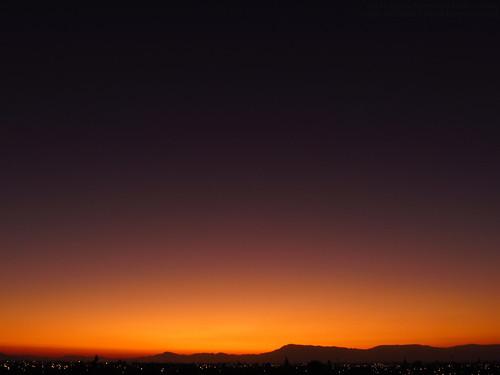 landscape paisaje mountain montaña sky cielo air aire sun sol sunset atardecer twilight crepúsculo dark oscuro orange naranjo purple morado shadow sombra beautiful bonito wonderful hermoso