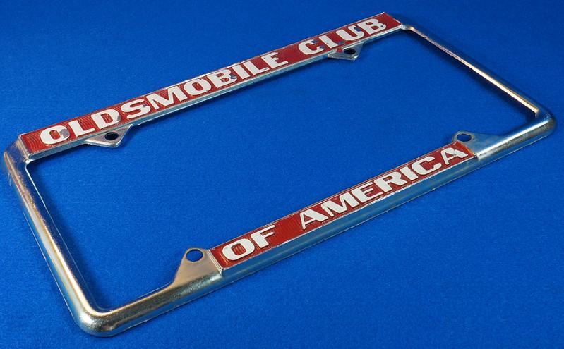 RD29938 Oldsmobile Club of America Vintage Metal License Plate Frame Tag Holder Olds DSC04745