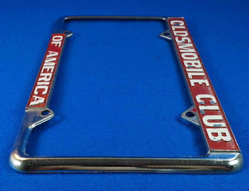 RD29938 Oldsmobile Club of America Vintage Metal License Plate Frame Tag Holder Olds DSC04742