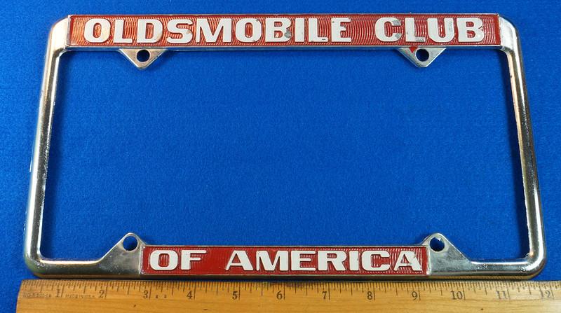 RD29938 Oldsmobile Club of America Vintage Metal License Plate Frame Tag Holder Olds DSC04735