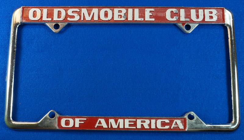 RD29938 Oldsmobile Club of America Vintage Metal License Plate Frame Tag Holder Olds DSC04736