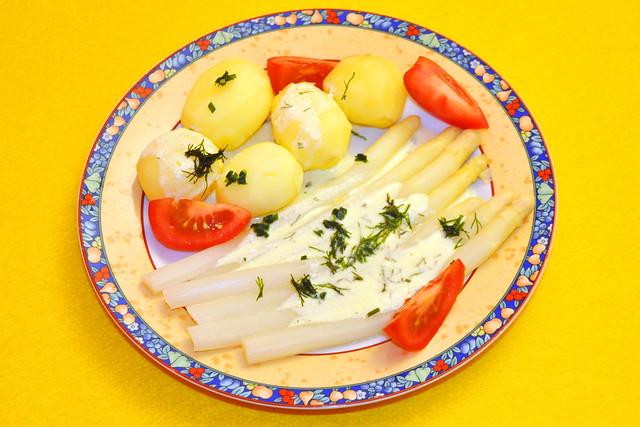 Mai 2020 ... Spargel, Bio-Kartoffeln mit Dill, Sahnesauce, Tomaten ... Brigitte Stolle