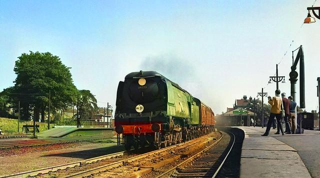 1964/09/12 - 10.  34079 passing through Basingstoke.
