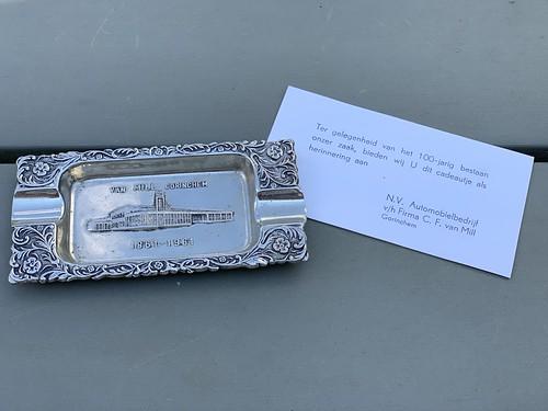 Asbak met kaartje - N.V. Automobielbedrijf v/h Firma C.F. van Mill
