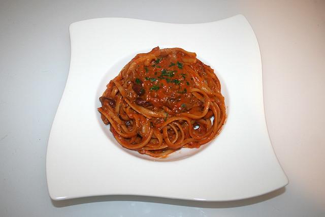 05 - Tagliatelle in mincemeat tomato cream sauce - Served / Tagliatelle in Hackfleisch-Tomaten-Sahnesauce - Serviert