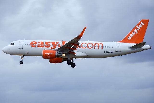 easyJet A320-214 G-EZWZ