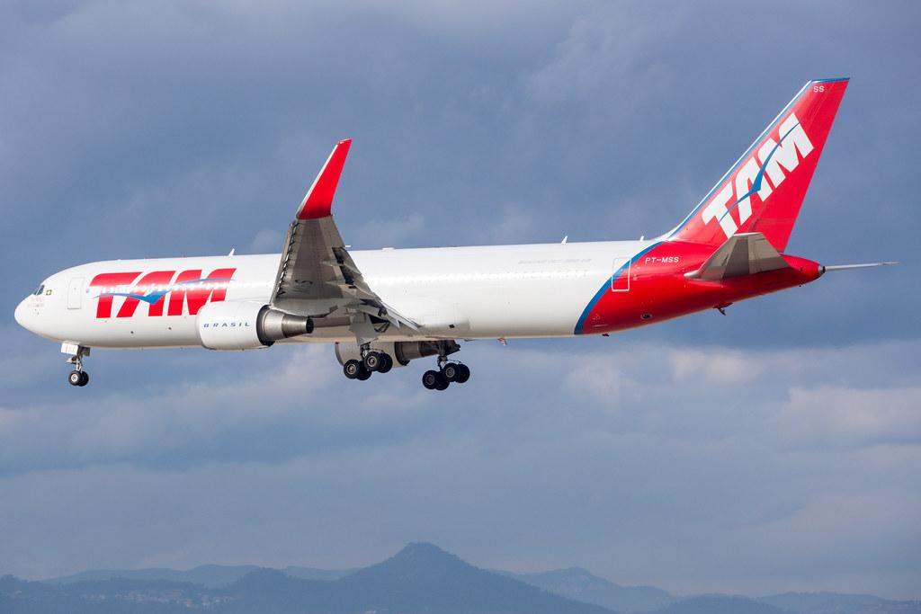 LATAM Airlines Brasil 767-316ER PT-MSS